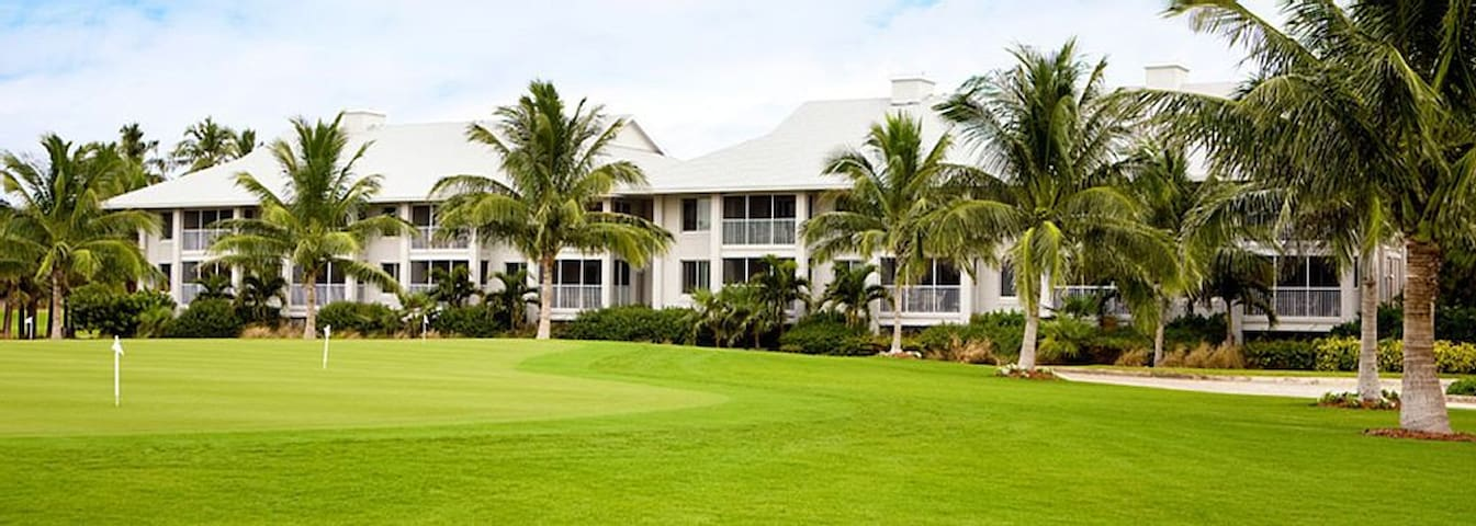 2 BR Condo at Resort w/ Golf, Pools, Beach - แคปติวา