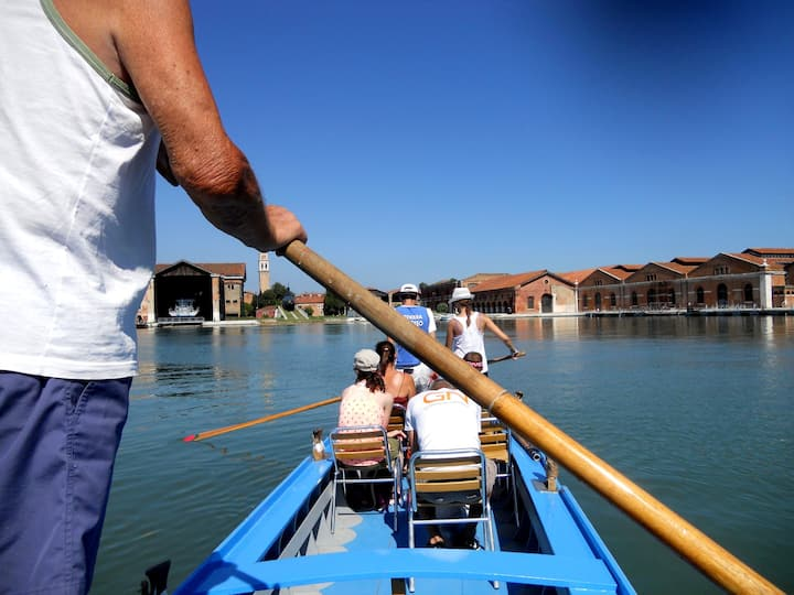 Learn to row inside the Arsenale basin