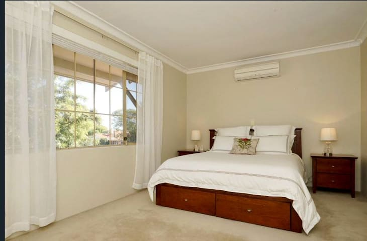 Private Room in Central Location - Mount Lawley