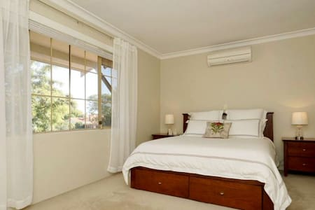 Private Room in Central Location - Mount Lawley - Dům