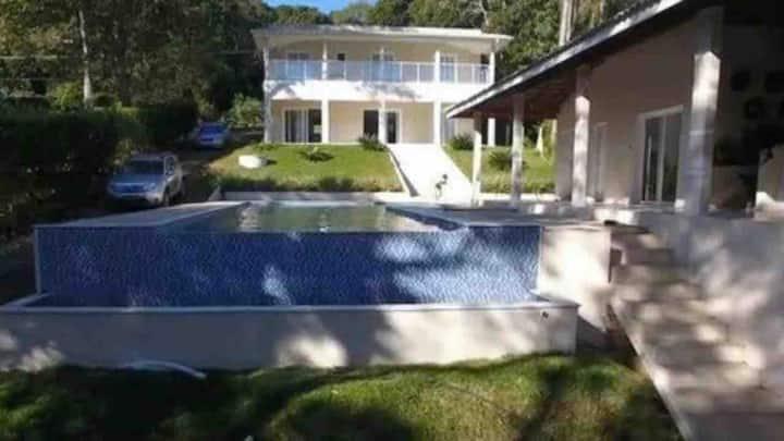 Casa Maravilhosa localizado nas Águas da Represa!!
