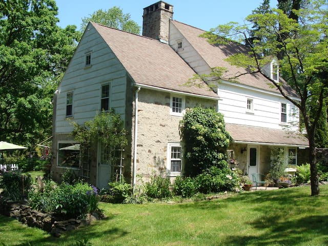 STONEHAVEN COMMONS - Historic Retreat Farmhouse