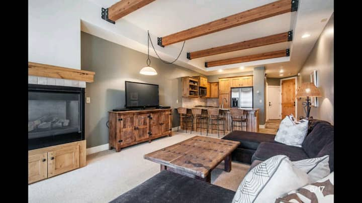Park City-Cozy Private King Bedroom/HotTub