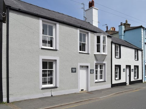 Cosy Beaumaris Cottage Anglesey
