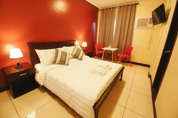 Very accessible Makati hostel room - Makati - Serviced apartment
