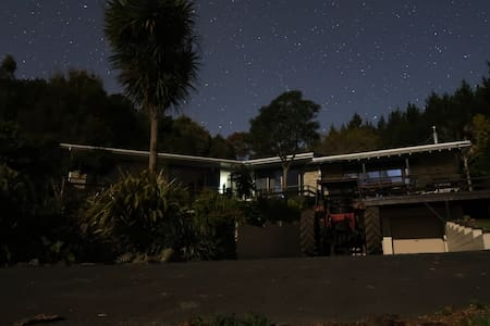 Mountain House with magnificent views of Te Aroha