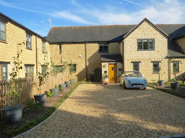 Stunning en-suite kingsize room in converted barn.