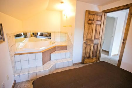 2 Bedroom Jacuzzi Suite In Newly Refurbished Historic Lodge - Green Mountain Falls