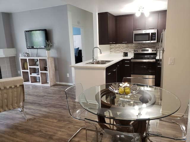 TOP OF THE LINE 2 BEDROOMS IN MISSION VALLEY MC2