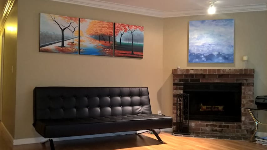 Premium Sofa Bed in Living Room - Bothell - Wohnung