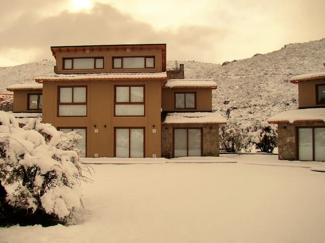 Great Location 2BD Home 300m from the Ski Lift! - San Carlos de Bariloche - Appartement