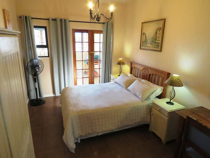 Gansbaai Central: Apartment Sleeps 2 Adults & Kids