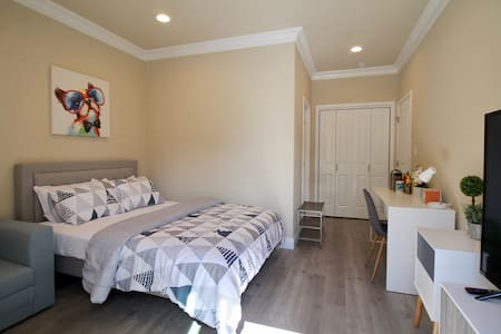 Luxury Suite, 1min to Downtown Caltrain