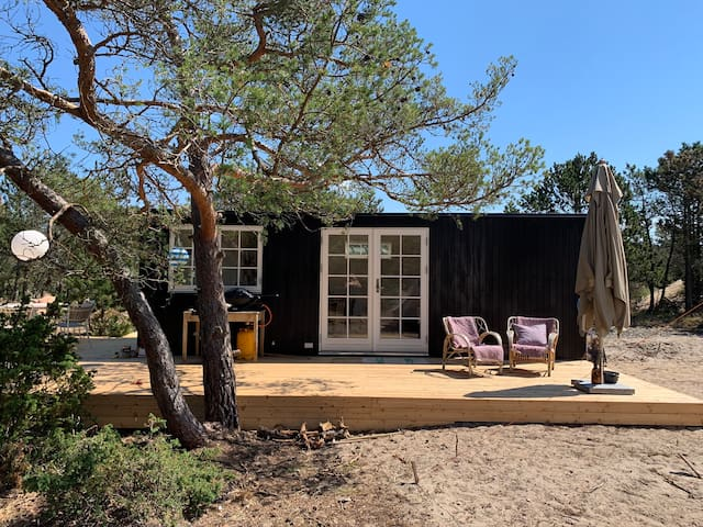 Simpelt minihus med ørkenudsigt & plads til udeliv