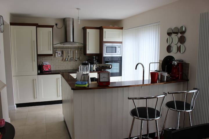Bright & Spacious Double & Single Rooms in Artane