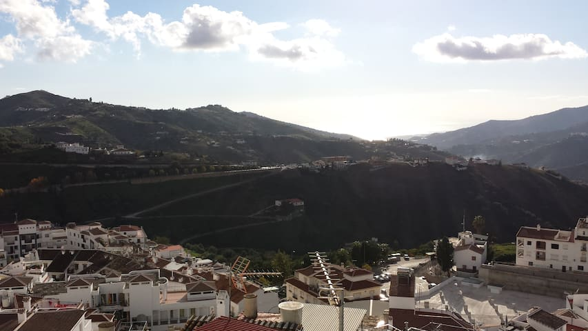 Cozy townhouse w/ spectacular view - Cómpeta - Huis