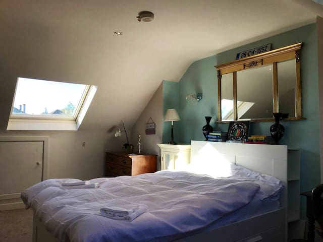 Bright double room with private bathroom