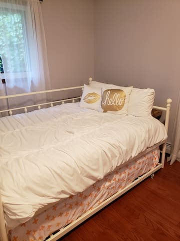 Full size trundle bed with twin underneath