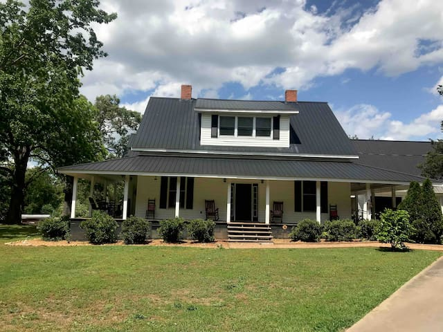 Farmhouse Stay Lake Hartwell and Lake Russell