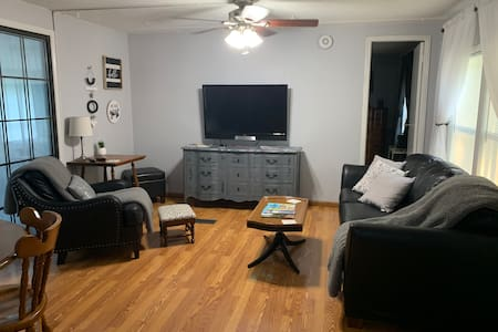 Tontitown Escape! Pet-Friendly Family Home in NWA.