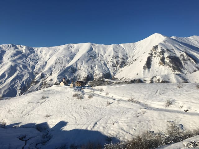 Amazing flat in Gudauri, 5 minutes walk to slopes!