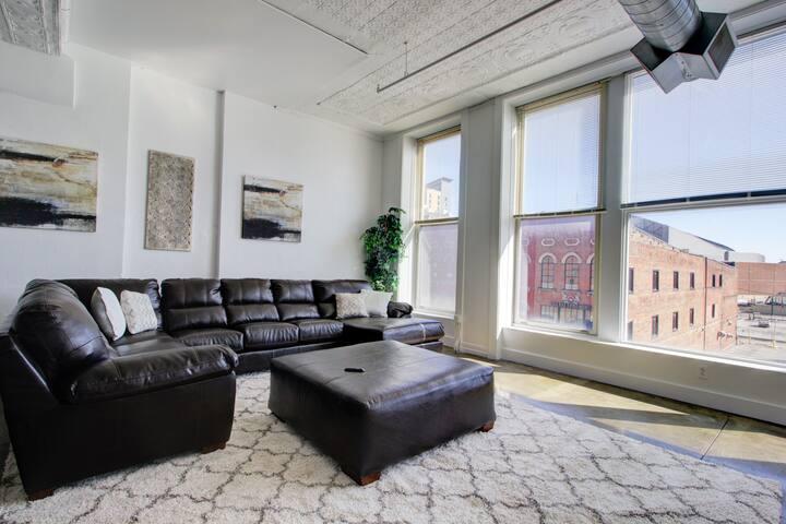 Secure penthouse/loft, downtown Indy, across Lucas