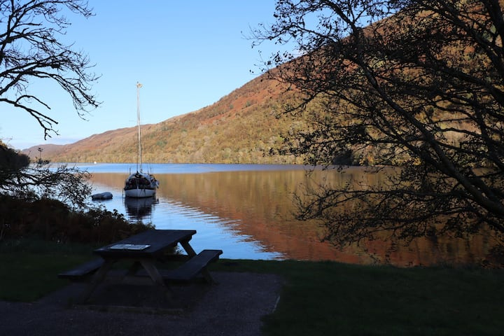Cottage next to the Loch Ness