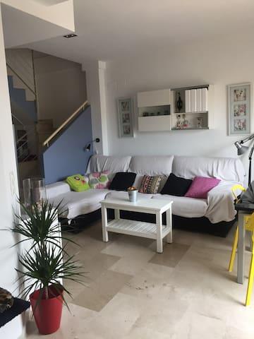 Bonito atico duplex en barrio tranquilo - València - House