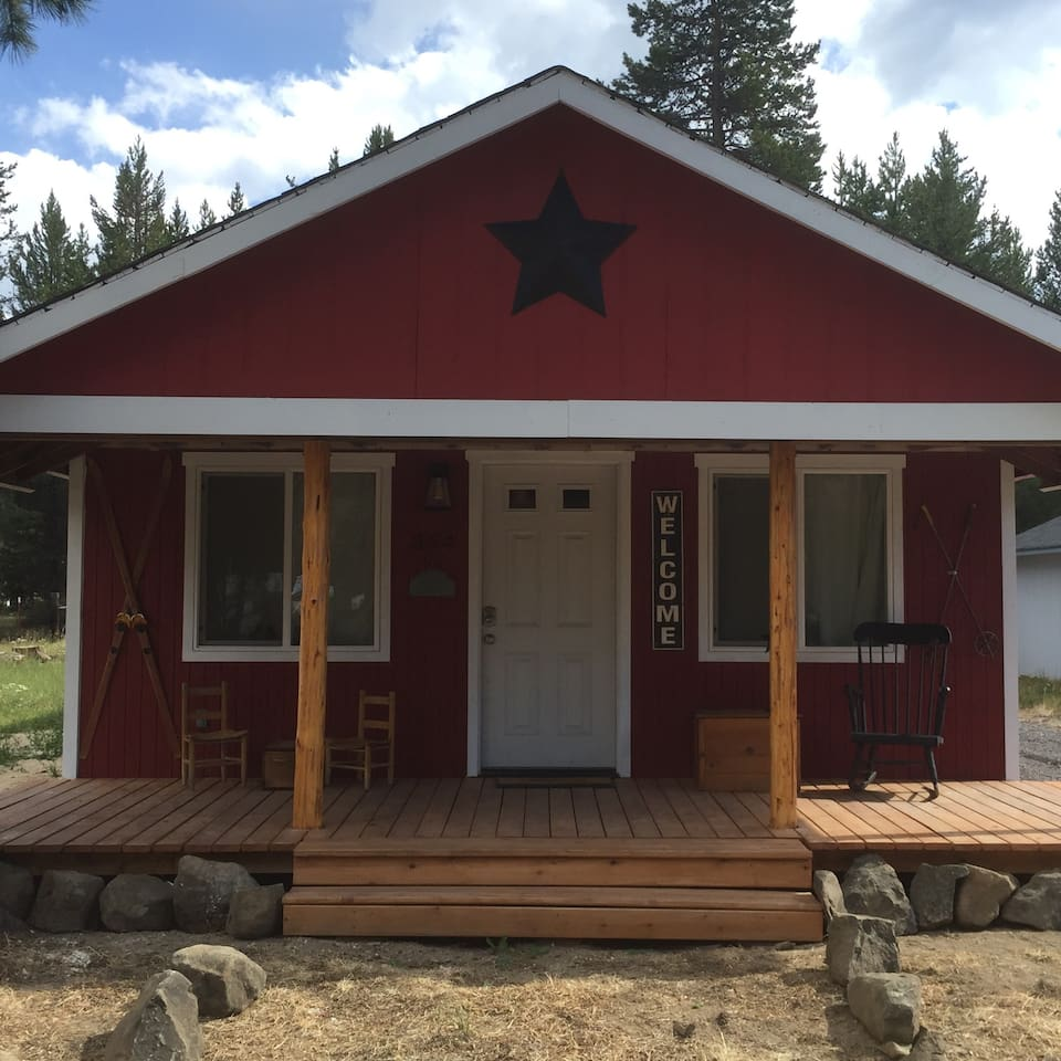 The Crescent Cabin is an adorable, completely remodeled 3 bedroom, 2 bathroom home in Central Oregon.  If you want to enjoy rivers, lakes, hiking, fishing, skiing, snowmobiling and more but want to spend less and get out of the hubbub of Bend-- this is a perfect home for you.