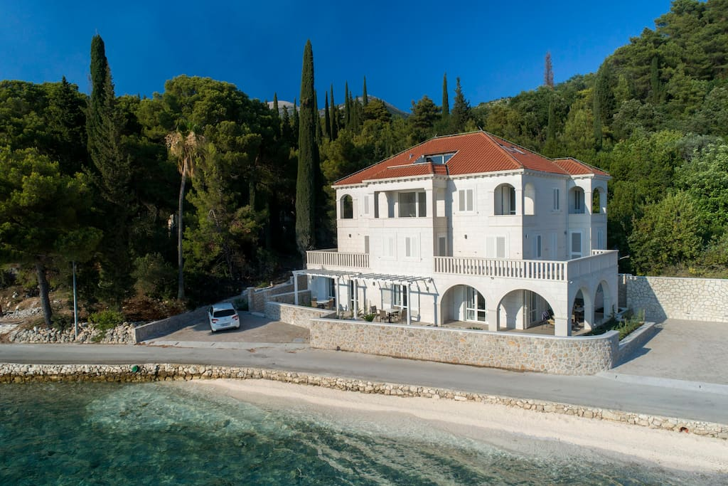 The luxury five-star villa in front of the sea