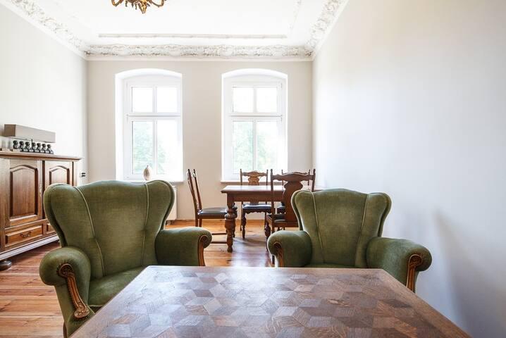 Elegancka Kamienica w Centrum, Błonia