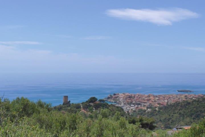 Villa con vista mare e giardino (piano terra)