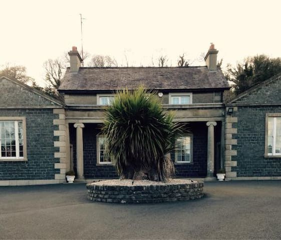 2 Single | Self-catering |  Luxury Period House - County Down - Bed & Breakfast