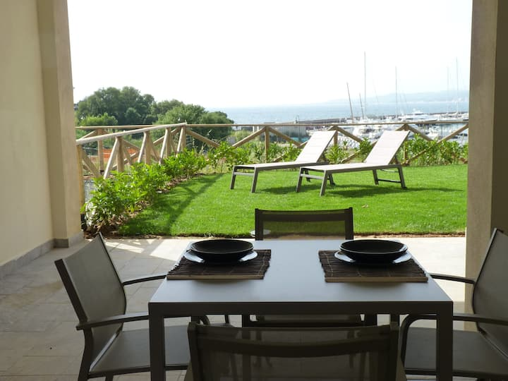 Mansarda loft ampia, elegante,frontemare, giardino