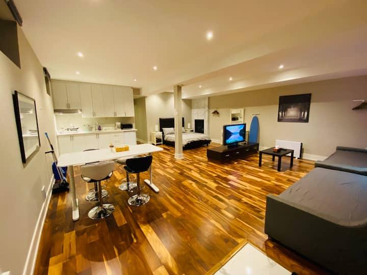 Spacious Studio Apartment in Toronto Free Parking