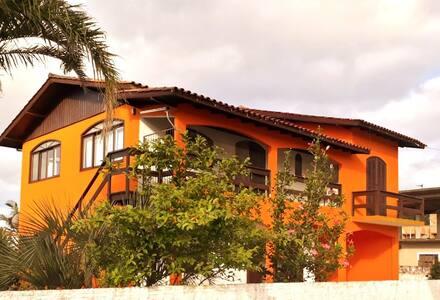 Viva dias inesquecíveis na Pinheira e Guarda.