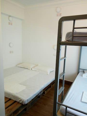 Mixed dorm or Family room - Kota Kinabalu - Blockhütte