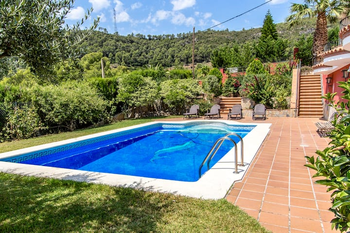Catalunya Casas: Fantastic villa in Torrelles, just 15 km from Barcelona!