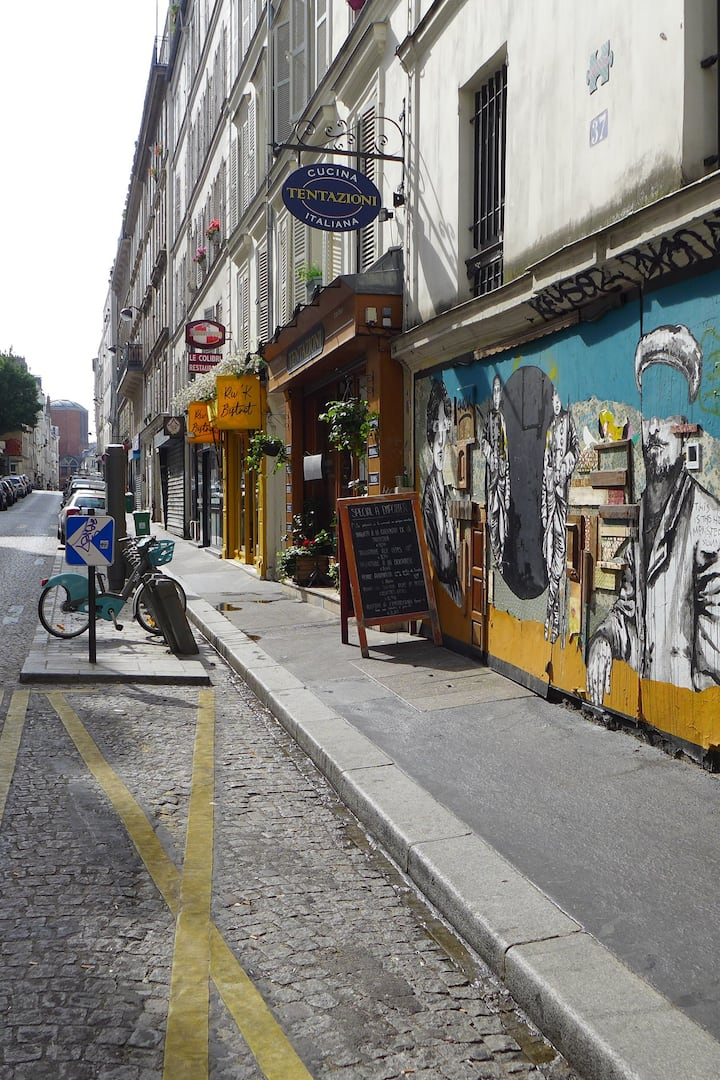 Montmartre is full of street arts