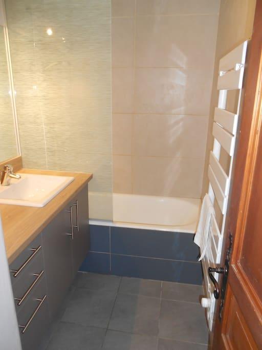 Salle de bain entièrement rénovée récemment