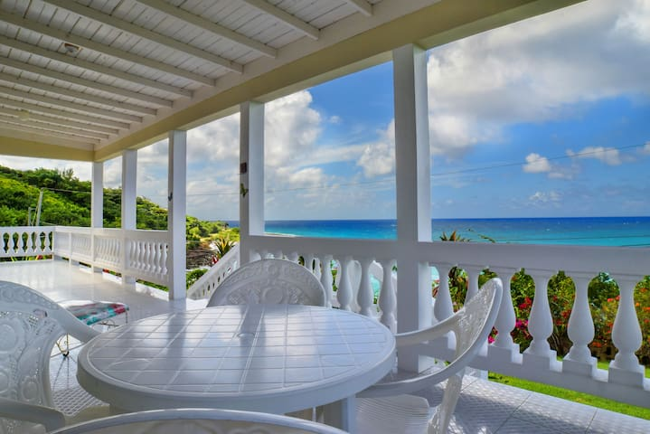 Villa with Private Beach (Rm 4: Bunk Bed) - Lucea