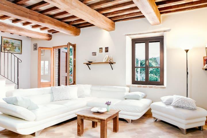 Borgo Palazzetto  luxury guesthouse in Montone