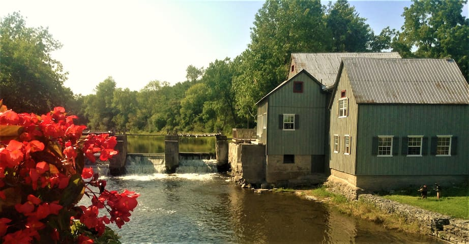 Historical Stockdale Mill - Main Building - Quinte West - Cabaña