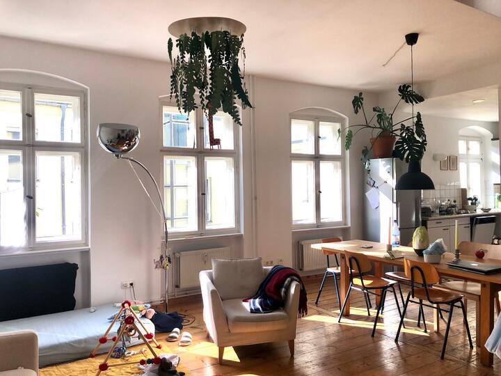 Sunny, spacious Loft for plant lovers in Neukölln
