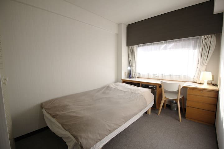 Osaka Umeda: Studio room #2; 16.5sqm/177sqf & wifi - Osaka, Kita-ku - Apartment