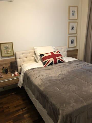 Quarto - cama queen/bedroom - queen bed