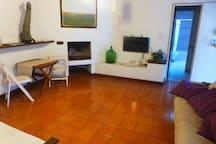 EXCELENTE CASAQUINTA CITY BELL GRAN PILETA-GLAMOUR