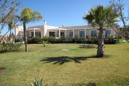 Villa contemporaine avec piscine chauffée - Essaouira