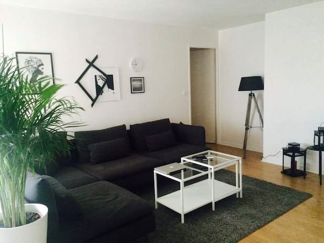 PARIS Cozy Appart 1min away from Metro station . - ปารีส