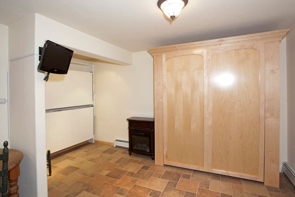 Fold out Queen sized murphy bed + 2 fold out bunks